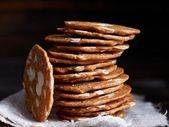 Mandelkekse mit Dinkel Almond biscuits is a recipe with fresh ingredients from the category cereals. Try this and other recipes from EAT SMARTER! Almond Flour Biscuits, Keto Biscuits, Drop Biscuits, Milk Recipes, Other Recipes, Cookie Recipes, Biscuits Palmier, Almond Cookies, Biscuit Recipe