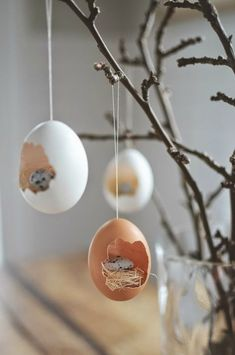10 DIY Deko Ideen zu Händen Ostereier autour du tissu déco enfant paques bébé déco mariage diy et crochet Easter Table, Easter Party, Easter Egg Crafts, Easter Eggs, Diy Osterschmuck, Fun Diy, Easter Tree Decorations, Spring Decorations, Diy Decoration