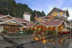 Right from luxury seekers to people with a stringent budget, anybody can get excellent accommodation at Gangtok. There are several hotels in Gangtok which provide much needed amenities at affordable prices.