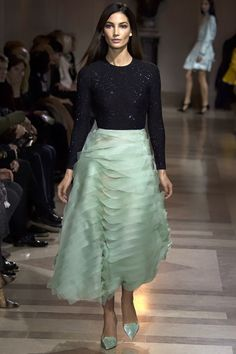 Carolina Herrera Fall 2016 Ready-to-Wear Fashion Show   http://www.theclosetfeminist.ca/    http://www.vogue.com/fashion-shows/fall-2016-ready-to-wear/carolina-herrera/slideshow/collection#30