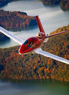 Cirrus Vision (Vision Jet) is the first civilian single-engine jet to achieve certification with the FAA. Small Private Jets, Private Plane, Luxury Jets, Luxury Private Jets, Civil Aviation, Aviation Art, Drones, Avion Jet, Personal Jet