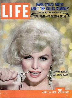Vintage Life Magazine Marilyn Monroe Cover, April 1959 - Marilyn was photographed for the cover by the legendary Richard Avedon. Richard Avedon, Life Magazine, Movie Magazine, Magazine Art, Marilyn Monroe Fotos, Marilyn Monroe Life, Life Cover, Norma Jeane, Vintage Magazines