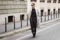 #CihcLooks. Oversize. GREY OVERSIZE COAT + BLACK LEATHER PANTS Street style - Winter looks.