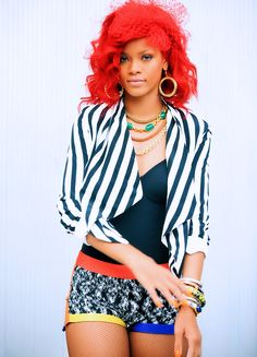 Rihanna ve svém FG outfitu v songu 'What's my name'. Ve videu ji to slusi jeste vic. Vyjimecne mi ani nevadi, ze barvy ji prebiji...