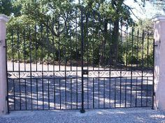 portail style niçois en fer forgé