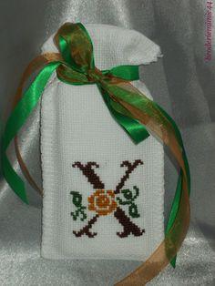 Sachet Initiale - X Marron - Lavande. Brodé mains.  point de croix - cross stitch. mon Blog : http://broderiemimie44.canalblog.com/