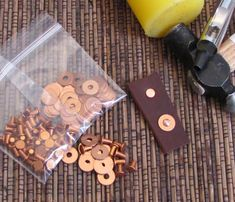 copper rivets plus washers 3/32 x 3/16 leather fastening 50 ps each example $16.80 USD