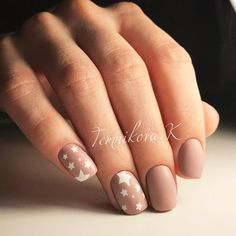 30 Best DIY Star Holiday Nails ★ Holiday Nails Picture 4 ★ See more: http://glaminati.com/best-diy-star-holiday-nails/ #starnaildesign #naildesignes
