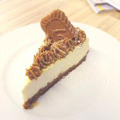 Lotus Cheesecake, Tiramisu, Baking, Ethnic Recipes, Cakes, Facebook, Food, Cake Makers, Bakken