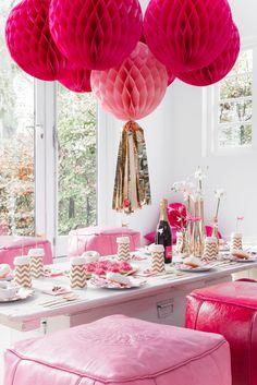 Met deze prachtige tafel- en feest decoratie van Delight Department zullen je gasten versteld staan. Let's party, with our stylish dinner and party products from Delight Department your guest will be flabbergasted!