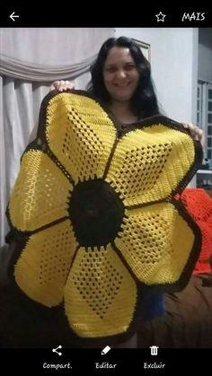 New crochet patterns for women ponchos stitches 45 ideas Crochet Baby Hats, Crochet Poncho, Crochet Slippers, Love Crochet, Thread Crochet, Filet Crochet, Crochet Sunflower, Crochet Mandala, Crochet Motif