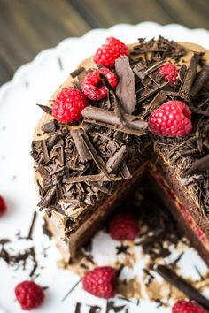Chocolate Raspberry Cake | sugar & snapshots. This recipe is super easy to follow and the end result looks absolutely delicious!