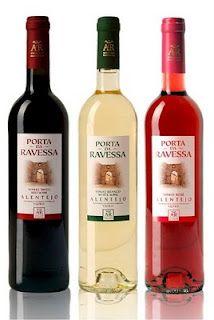 O Porta da Ravessa é um vinho produzido na Adega Cooperativa de Redondo e onde a nossa terra muito contribui para este producto com as suas majestosas vinhas.