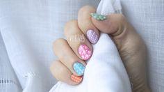Polka dots nail design. Diseño de uñas de puntitos. By Vilcis