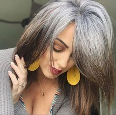 Grey Blonde Hair, Grey Hair Don't Care, Long Gray Hair, Dark Hair, Grey Hair Journey, Grey Hair Inspiration, Gray Hair Growing Out, Transition To Gray Hair, Pelo Natural