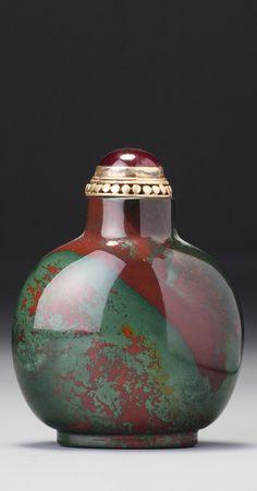 A JASPER SNUFF BOTTLE<br>QING DYNASTY, 18TH / 19TH CENTURY | Lot | Sotheby's