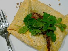 Recipe for Thai Stuffed Omelettes- Individual omelettes can be made or make two large omelette parcels to serve They are remarkably easy to make a tasty lunch or light supper. Egg Recipes, Indian Food Recipes, Asian Recipes, Chicken Recipes, Food N, Food And Drink, How To Make Omelette, Main Course Dishes, Omelette Recipe