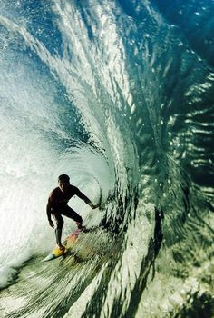 Surfing... Amazing tube...