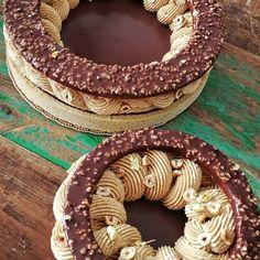 Crostata moderna al gianduja French Desserts, Cute Desserts, Dessert Recipes, Creative Food Art, Modern Cakes, Cooking Cake, Angel Cake, Eclairs, Cheesecake
