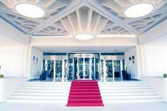 Punaista mattoa pitkin lomalle! #Melia_Salinas #Lanzarote http://www.finnmatkat.fi/Lomakohde/Espanja/Lanzarote/Costa-Teguise/Melia-Salinas/?season=talvi-13-14