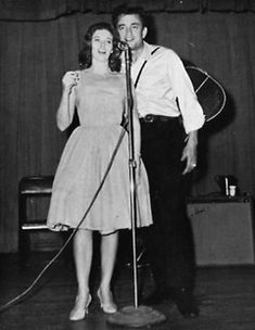 1955 June Carter meets another country music performer, Johnny Cash. Carter Family, Country Musicians, Johnny Cash, American Country, June