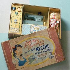 Oh how we'd love to have this! #pennyrosefabrics #ilovepennyrose #vintagesewingmachine #toysewingmachines