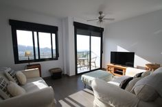 http://www.montesinosestate.com/en/property/A0843 Montesinos Falcon Real Estate offers this beautiful apartment in Benitachell, Costa Blanca. It consists of living room-kitchen with balcony and fantastic panoramic sea views, one small bedroom, one bathroom and another bedroom with suite bathroom. The building has parking spaces, storage rooms, Lift and a community pool on the roof terrace.