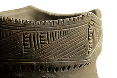 The production of ceramics of the St. Lawrence Iroquoians and its objects. Educational Programs, Ceramic Materials, Expositions, Culture, Ancient Artifacts, The St, First Nations, Prehistoric, Inventions
