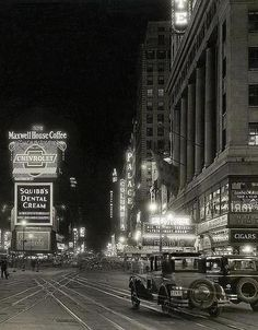 "fuckyeahvintage-retro: "" New York City, 1929 "" New York Pictures, Old Pictures, Old Photos, Vintage Photographs, Vintage Photos, Vintage Stuff, 1920s Aesthetic, Cities, Vintage New York"