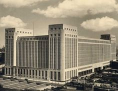 Chicago's Old Post Office...still standing and still waiting for a new tenant. #architecture #design #Chicago