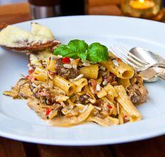 Krämig pasta med fläskfilé, svamp och soltorkade tomater Kung Pao Chicken, Pasta Salad, Risotto, Food Porn, Food And Drink, Lunch, Meat, Dinner, Healthy