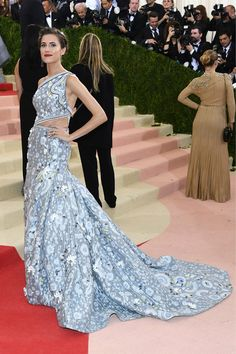 """Allison Williams attends the """"Manus x Machina: Fashion In An Age Of Technology"""" Costume Institute Gala at Metropolitan Museum of Art on May 2, 2016 in New York City."""