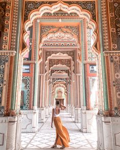 The Ultimate Guide To Jaipur - American and the Brit - Travel Couple Jaipur Travel, India Travel Guide, Visit India, Famous Places, Travel Guides, Travel Tips, Travel Goals, Travel Couple, Solo Travel