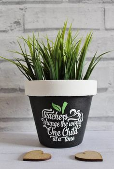 A striking plant pot gift for a teacher at the end of the school year. gift flowers Teacher gift plant pot flower pot end of year gift thank Teacher Appreciation Gifts, Teacher Gifts, Math Teacher, Succulent Planter Diy, Succulents, Terracotta Plant Pots, Decorated Flower Pots, Preschool Gifts, Presents For Teachers