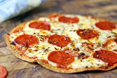 **** Need to figure out SMART POINTS Deliciously melty Pepperoni Pizza baked onto a whole wheat tortilla for only 6 WW points! You won't miss your normal thin crust pizza after you try this for the first time. Healthy Pizza Recipes, Ww Recipes, Skinny Recipes, Low Calorie Recipes, Cooking Recipes, Healthy Meals, Free Recipes, Recipies, Skillet Recipes