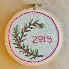 Delightful diy gift idea and tutorial - a simple holiday embroidery sampler Christmas Embroidery Patterns, Embroidery Sampler, Simple Embroidery, Hand Embroidery Patterns, Cross Stitch Embroidery, Embroidery Thread, Broderie Simple, Diy Broderie, Fabric Crafts