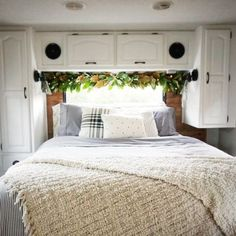 Christmas In The Camper RV Holiday Decoration Ideas From Busy Campers31