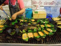 Thai Omelette -  Thai Street Food in Chiang Mai (Thailand)
