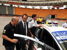 El Super TC 2000 se correría en el Estadio Único: El gobernador Daniel Scioli supervisó hoy las pruebas de factibilidad que se realizaron en el Estadio Único de La Plata, para definir la posibilidad de ser sede del Super TC 2000, el próximo año.