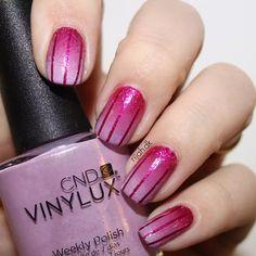 I kan da også lige få dagens negle i #WeekendOffNailArtChallenge :) #gradient #nails #nail #rijahdk #nailpromote #nailitdaily #notd #nails2inspire #bbloggers #beauty #nailpolishblogger #nailart #cnd #vinylux #beckoningbegonia #butterflyqueen #wisteriahaze @cndworld @cnddenmark #stripes #stripingtape #purple #pink #purplennails #pinknails