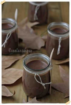 Crema irlandesa de castañas y chocolate {by Paula, Con las Zarpas en la Masa} Tableware, Chocolate Desserts, Sweet Recipes, Food, Dinnerware, Dishes, Place Settings, Serveware