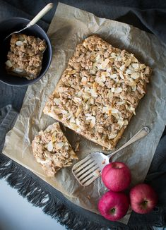 This healthy, wheat-free Apple Crumble Cake is easy to make and delicious with variations for gluten-free, nut-free, egg-free (vegan) and frutose friendly. Apple Pie Recipes, Almond Recipes, Sweet Recipes, Whole Food Recipes, Snack Recipes, Breakfast Recipes, Dessert Recipes, Healthy Sweet Treats, Healthy Cake