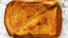 Grilled cheese sandwich con Tomino e tartufo, panino gourmet