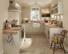 Match Your Sweet Home Cottage Kitchens, Home Kitchens, Small Cottage Kitchen, New Kitchen, Kitchen Decor, Kitchen Ideas, Kitchen Designs, Kitchen Country, Small Country Kitchens