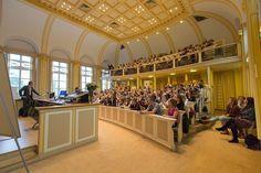 Welcome to the Lorentz room @leidenlaw. Have you ever been here? | Welkom in de Lorentzzaal op de Faculteit Rechtsgeleerdheid. Ben jij hier ooit geweest? #Lorentz #Faculty #Law #DiscoverTheWorld #DiscoverTheLawFaculty #Architecture #LeidenUniversity #UniversiteitLeiden #Architectuur #Faculteit #Rechten #Rechtsgeleerdheid #Lorentzzaal