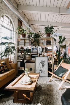 So ahead, 16 ways you can use room dividers to create a customized space that's rental- and budget-friendly. Home Interior, Interior Design Living Room, Living Room Decor, Bedroom Decor, Living Rooms, Living Spaces, Architectural Digest, Design Loft, Patio Design
