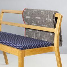 Disponible sur silvera/eshop La collection de textiles Sourdough, composée d'un plaid et d'un coussin, tient son nom du pain de seigle, à la fois robuste et sain. La designer Eleanor Pritchard s'inspire du textile britannique traditionnel pour lui donner une esthétique plus contemporaine.