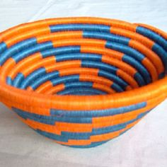 Colorful crafts from Colombia Colombian Culture, Basket Weaving, Woven Baskets, Color Crafts, South America Travel, Handicraft, Fiber Art, Folk Art, Decorative Bowls