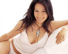 Lucy Liu visible dans Charlie et ses drôles de dames est torride en lingerie