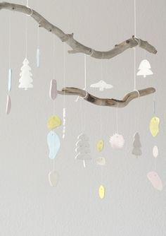 Inspiration til udsmykning af børneværelset. En hyggelig og naturlig børneuro, som her er vist med juleudsmykning :-)